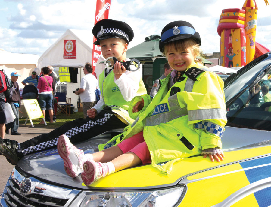 2010-kids-on-polce-car